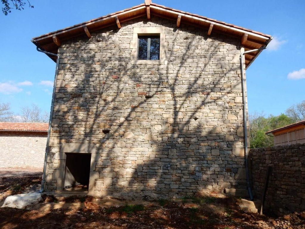 Restauration de bâtiments anciens près de Varen